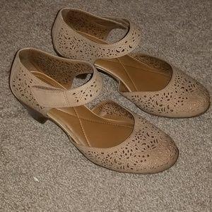 Easy spirit 9.5w tan shoes